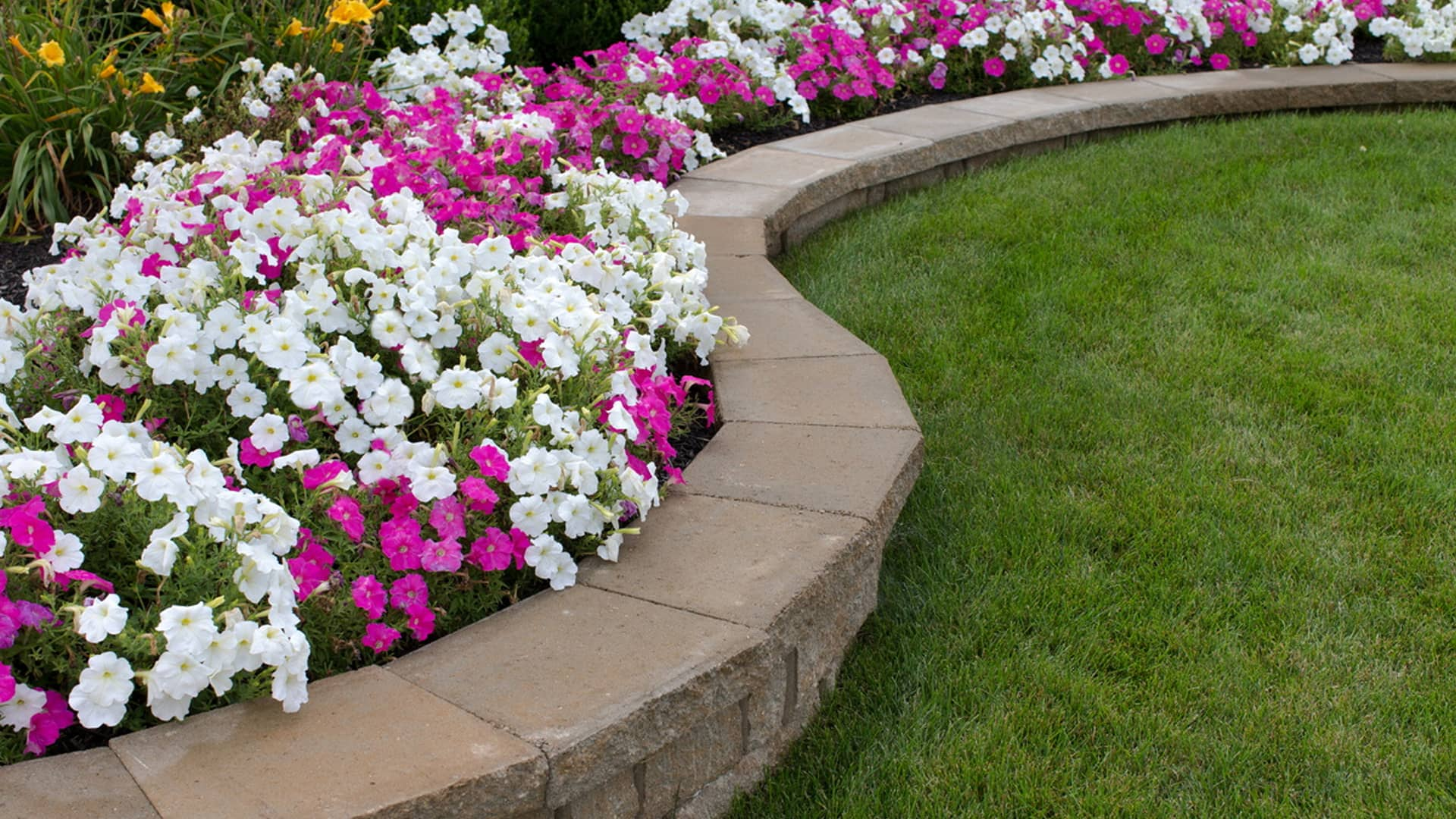 Tri Stars Landscaping And Snow Services LLC Landscaping Company, Mulching Services and Retaining Wall Construction slide 2